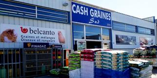 Cash Graines Sud à Pollestres est une animalerie qui vend des aliments pour chiens et chats et animaux de compagnie, des articles pour animaux et jardinage.