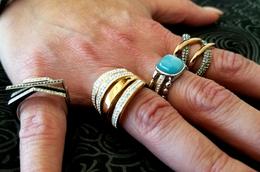 Laetitia vend des bijoux à l'Espace Le Crest