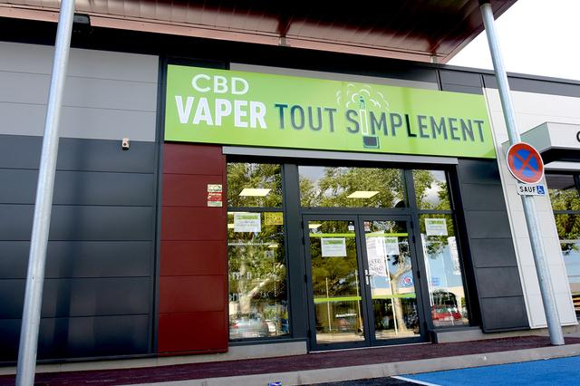 Vaper Tout Simplement Perpignan vend des articles pour le vapotage, cigarette électronique et e-liquides, et du CBD ( ® vaper tout simplement )
