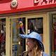 La boutique Damaï Perpignan vend des chapeaux pour les beaux jours.