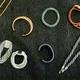 Laetitia vend des bijoux à l' Espace le Crest