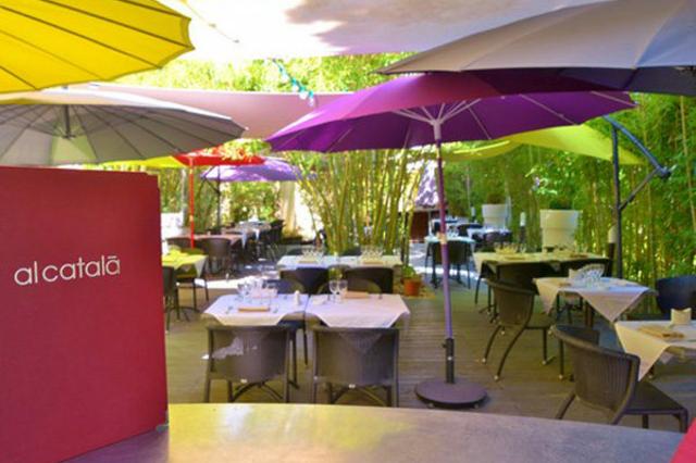 Magnifique jardin ombragé du restaurant Al Catala dans la ville de Céret (crédits photos: networld-S.Delchambre)