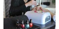 Onglerie Perpignan ou nails bar pour la pose de vernis (® NetWorld – Stephane Delchambre)